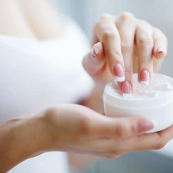 Moisturisers / Treatment Creams / Serums