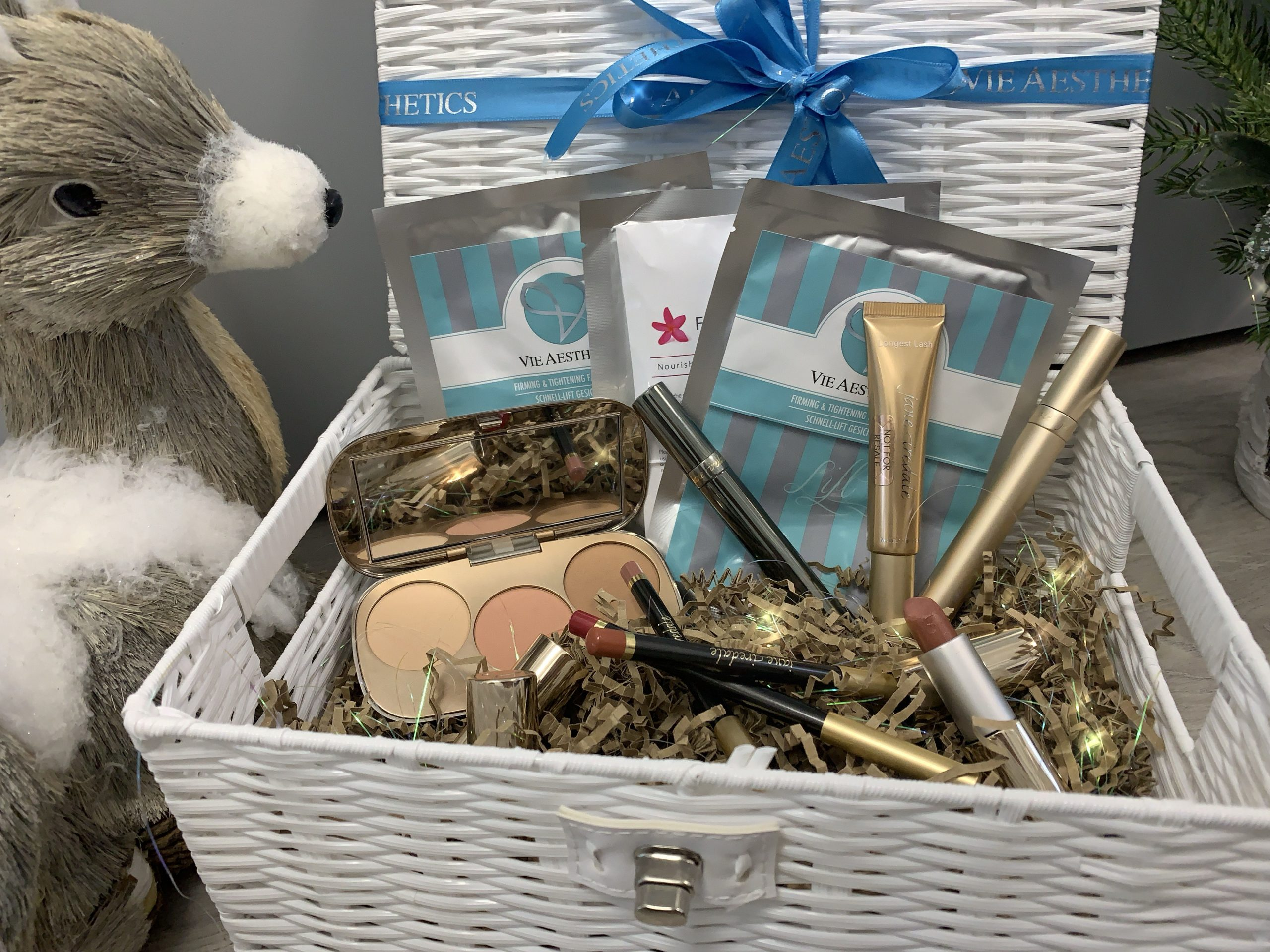 Luxury Pamper Hampers now available at Vie Aesthetics, the perfect Christmas gift!