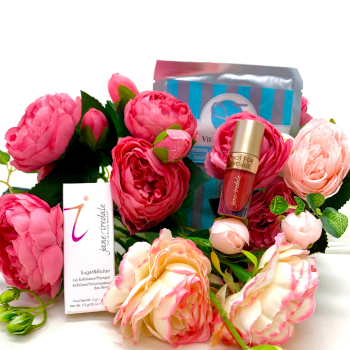 Valentine's Day Travel Gift Bundle at Vie Aesthetics